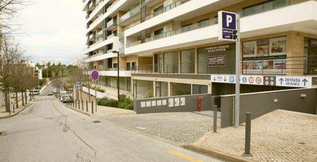 EMARP - Entrada do parque de estacionamento subterrâneo Rocha Prime na Praia da Rocha