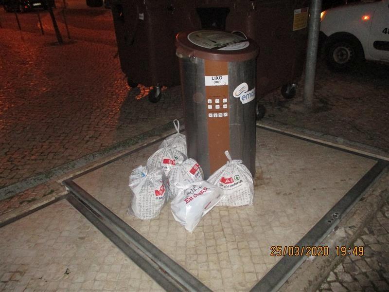 Deposição de resíduos urbanos nas ilhas ecológicas e contentores